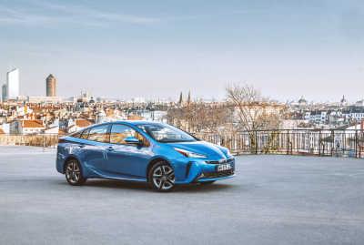 Toyota underlättar global elektrifiering – släpper 24 000 patent för elektrifierade fordon fria