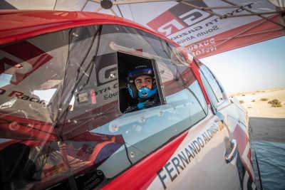 Fernando Alonso håller ett öga på Dakar med TOYOTA GAZOO Racing
