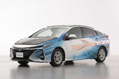 NEDO, Sharp och Toyota testar elektrifierade fordon med högeffektiva solceller