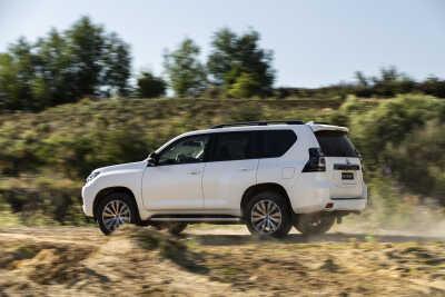 Premiär för nya uppdaterade Toyota Land Cruiser 150