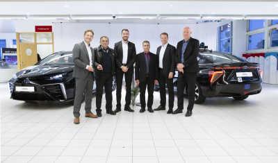 Sveriges första Toyota Mirai som taxi – med vattenånga som enda utsläpp