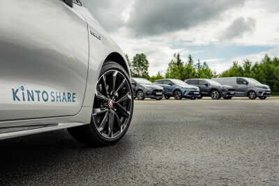 900 bilar och fler stationer hos bilpoolen KINTO Share i sommar