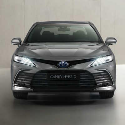 Camry Hybrid med vässad design och säkerhet