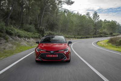Toyota Corolla 2.0 Hybrid 5d-12