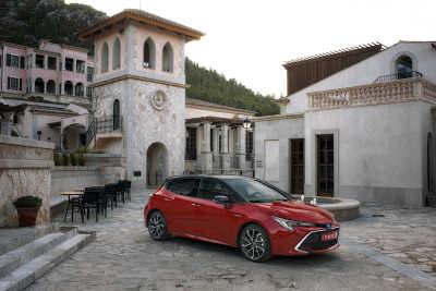 Toyota Corolla 2.0 Hybrid 5d-2