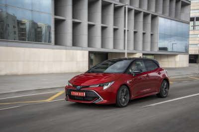 Toyota Corolla 2.0 Hybrid 5d-9