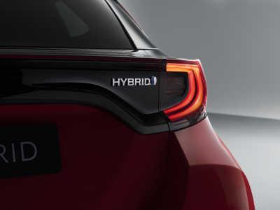 Toyota Yaris Hybrid-1
