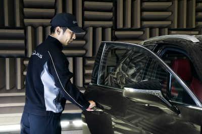 UX 300e: Åtta fantastiska fakta om Lexus första elbil