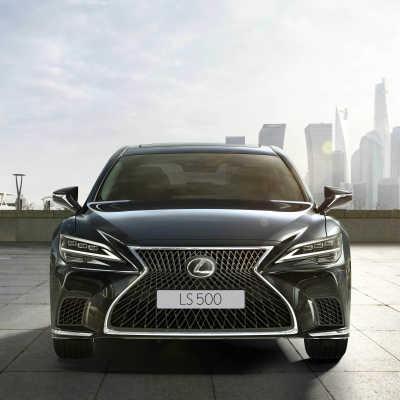 Följ med på guidad tur i nya Lexus LS